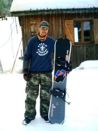 Kiang met een sneeuwbord